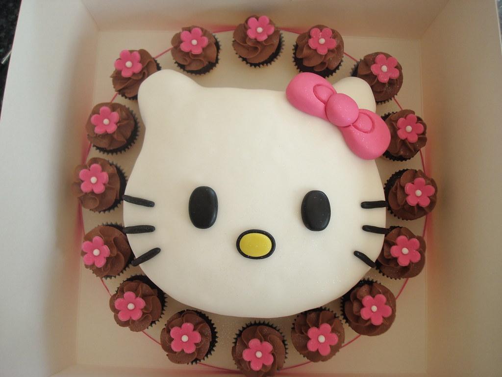 Outstanding Lilys 1St Birthday Hello Kitty Cake Julie Elliott Flickr Personalised Birthday Cards Veneteletsinfo