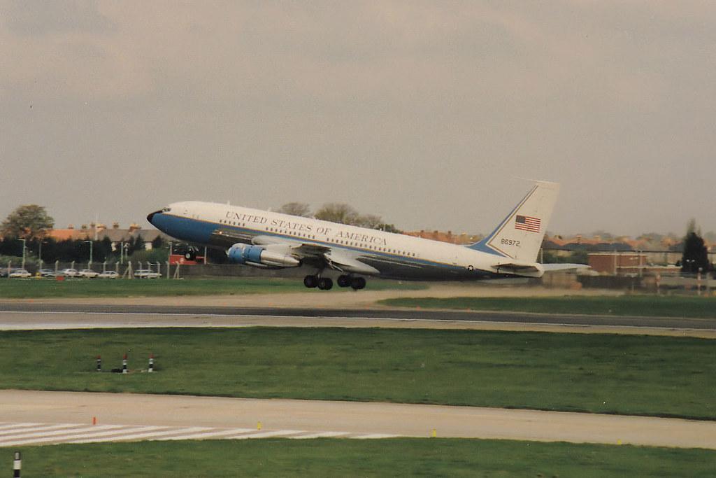 58-6972 Boeing VC-137B (707-153B) LHR 1988