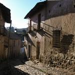 Calles empedradas - Cobblestone streets; Totora, Departamento de Cochabamba, Bolivia