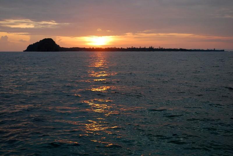 大マンタナニ島
