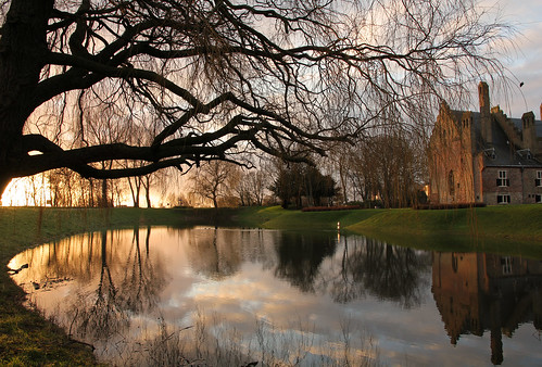 light reflection castle netherlands sunrise licht nederland moat medemblik kasteel reflectie radboud burcht zonsopkomst slotgracht