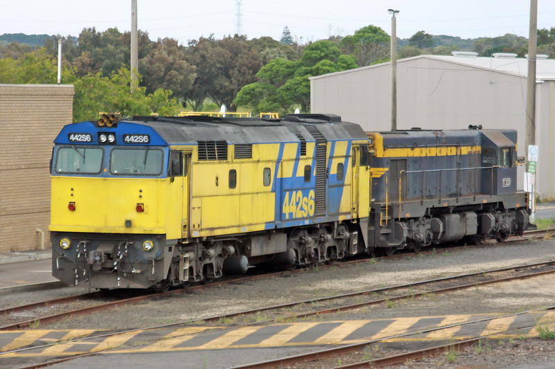 442S6 & T333 in the Portland yard by Corey Gibson