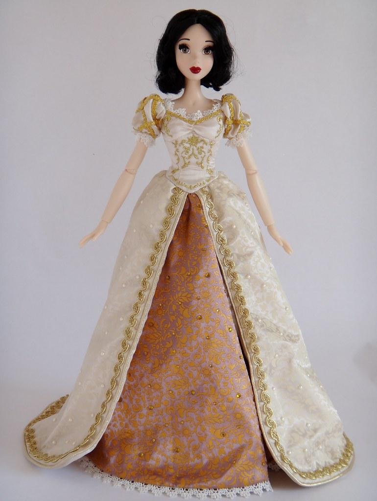 Dressing My Snow White Le 17 Doll In Wedding Rapunzel S Flickr