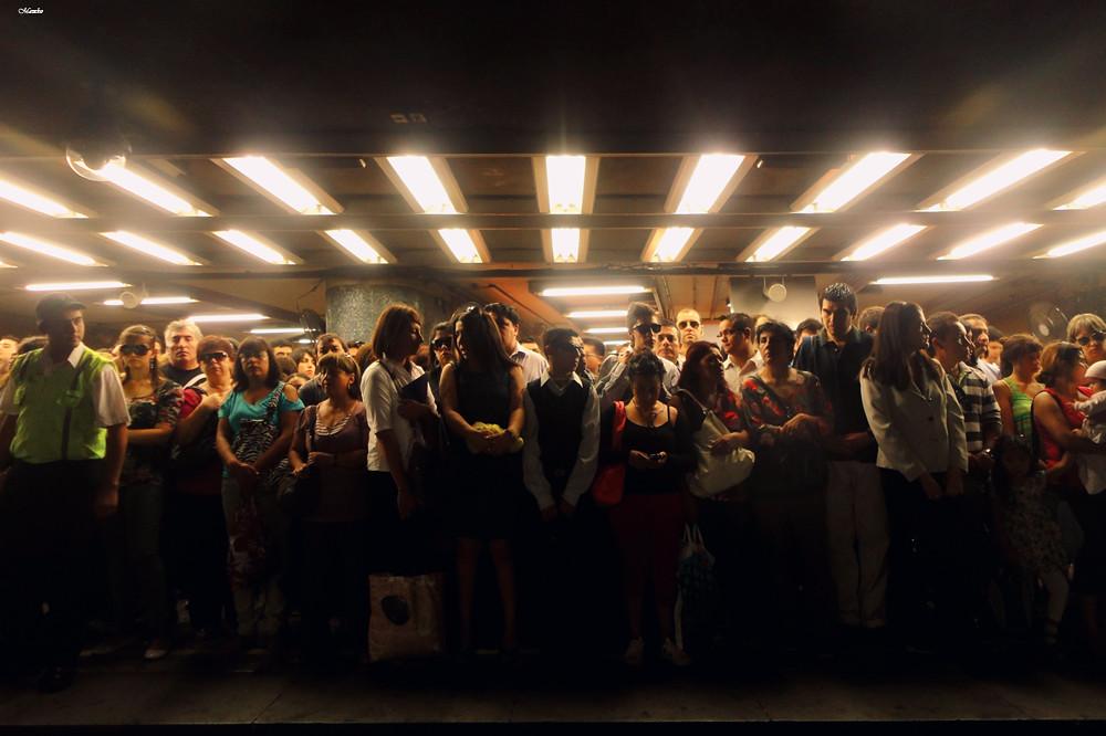 Hora Punta Metro De Santiago Cuando La Estacion Los Heroes Flickr