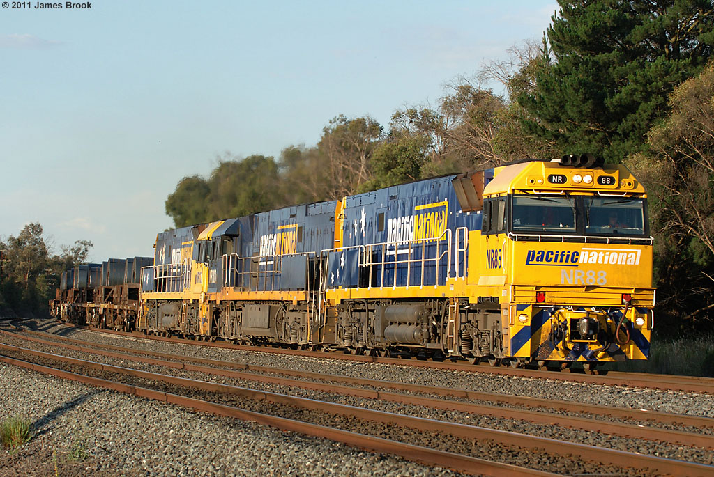 NR88, NR103 and NR112 with 6WP2 at Kilmore East by James Brook