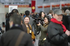 reporter and camerawoman, Chinees nieuwjaar in Den Haag