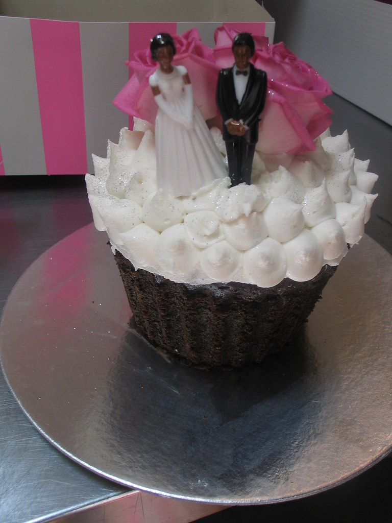 Big Wicked Chocolate Cupcake Shaped Wedding Cake Iced In W Flickr