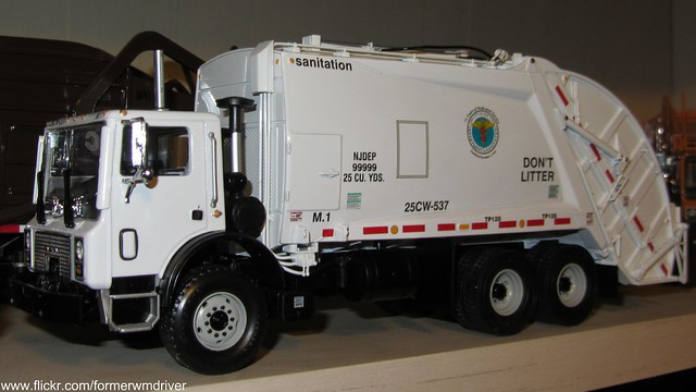 DSNY Mack MR / McNeilus REL - First Gear Model