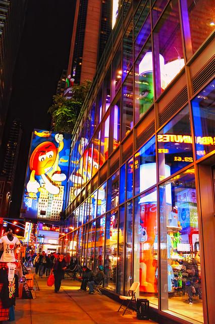 M&M's World at Night