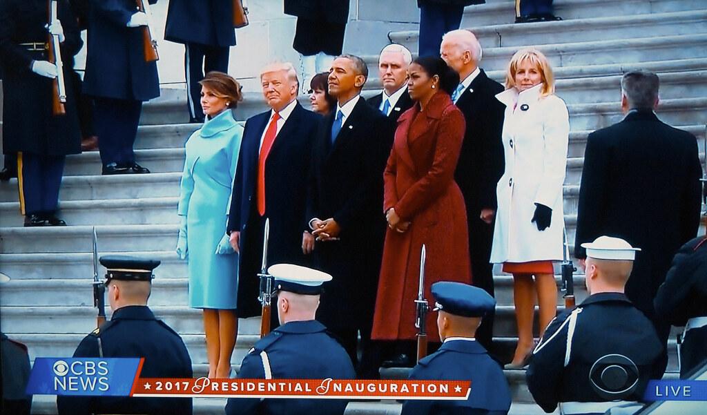 Obama leaves Washington (01)