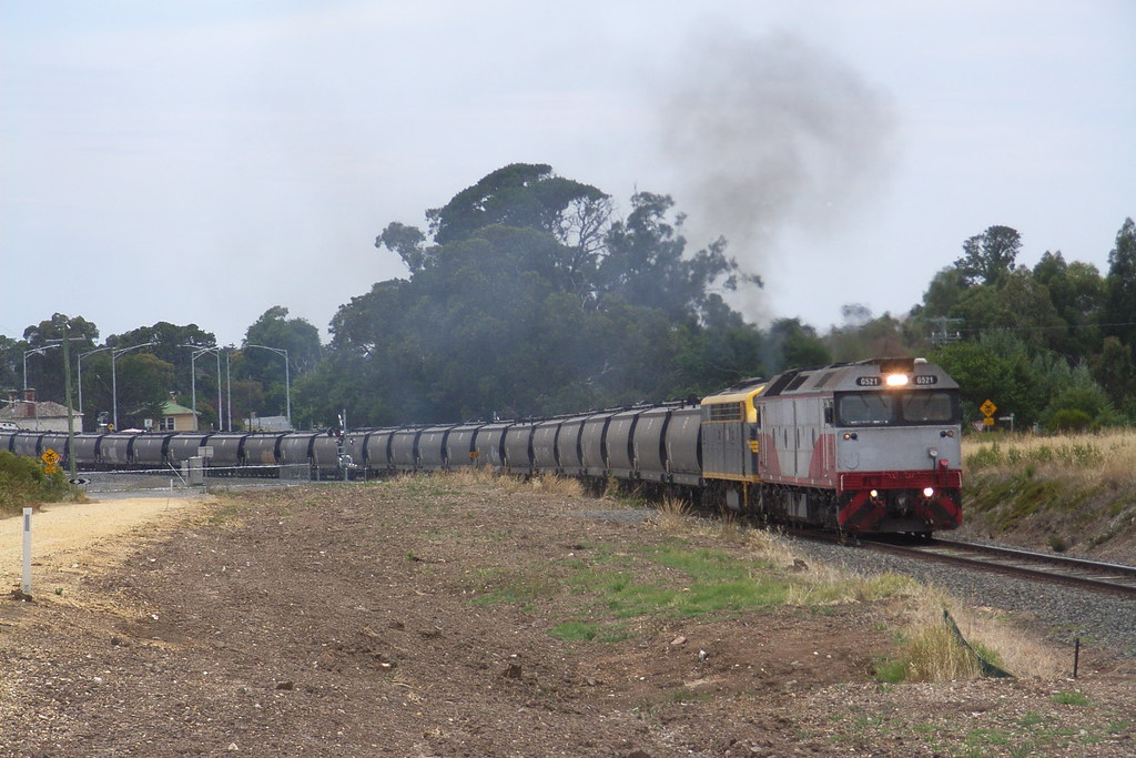 G521 and S303 charge there way up and out of Clunes by bukk05