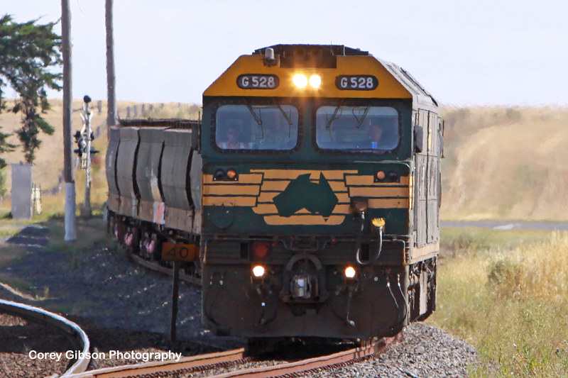 G528 with an empty load from Portland arrive at Maroona by Corey Gibson