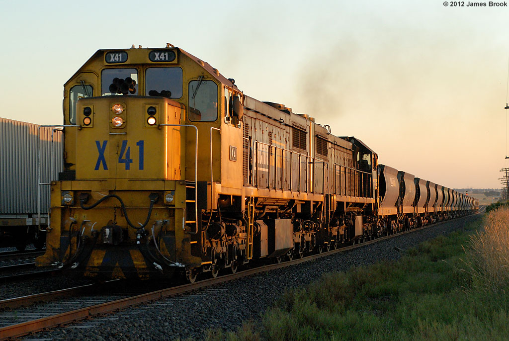 X41 and X44 at Beveridge with 9319 by James Brook