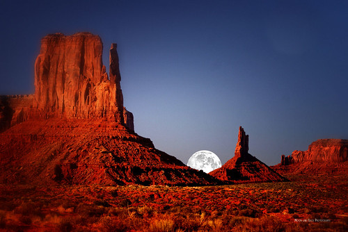 moon night utah monumentvalley rockformations bestcapturesaoi aspenbreeze fleursetpaysages elitegalleryaoi