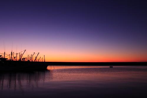 blue autumn sea sky sunrise silence fishingboat 海 空 漁港 夜明け wavelets 漁船 静寂 さざ波