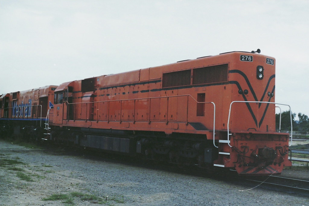 L276 ex weipa loco R1002 now LZ3120 by roreeves