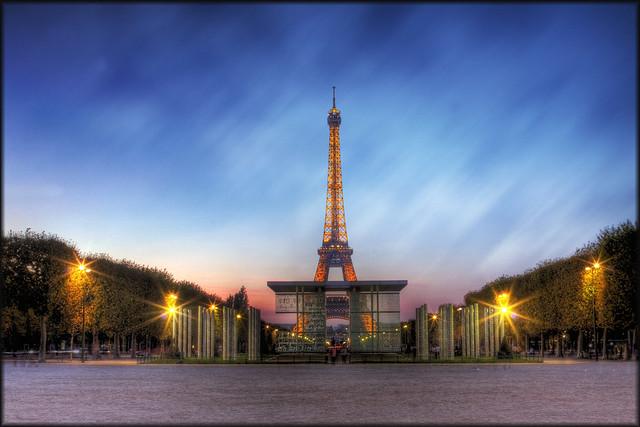 Mur de la paix de la Tour Eiffel