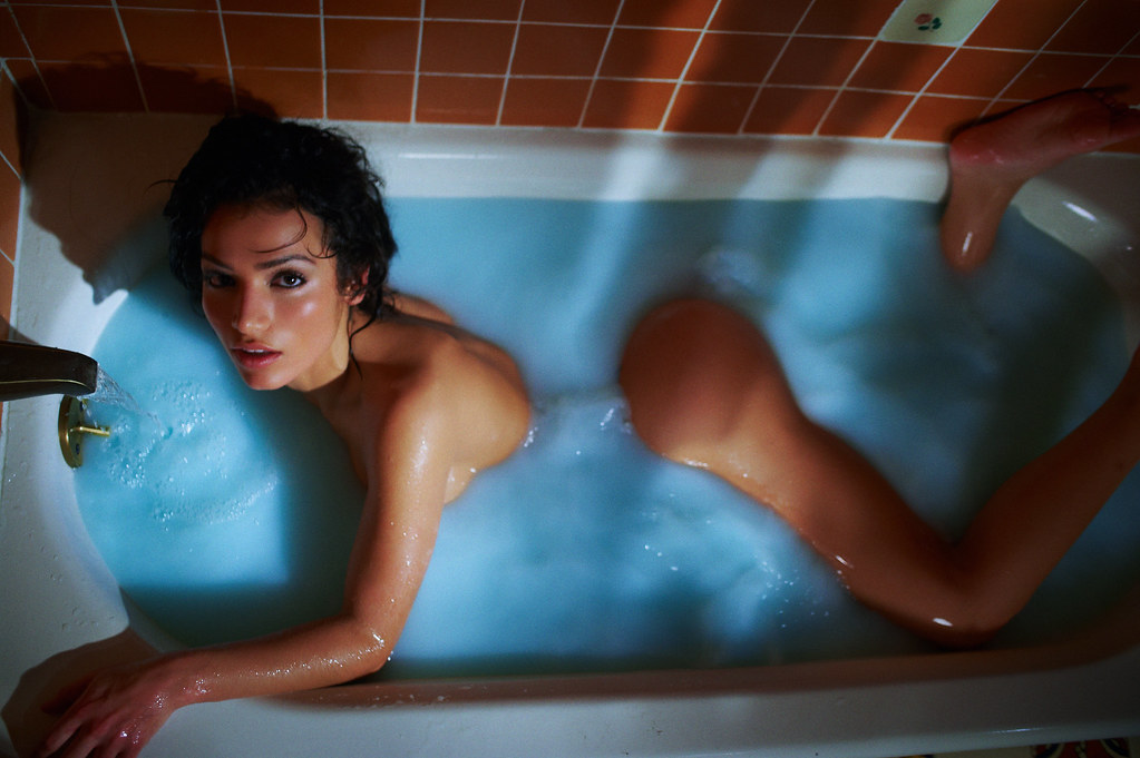 Girl naked in the tub — photo 11
