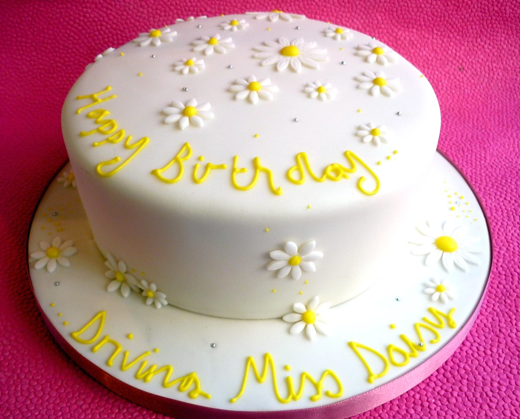 Tremendous Daisy Themed Birthday Cake This Was A Lovely Last Minute O Flickr Funny Birthday Cards Online Alyptdamsfinfo