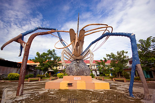 DSC04647 - Shrimp Monument | by loupiote (Old Skool) pro