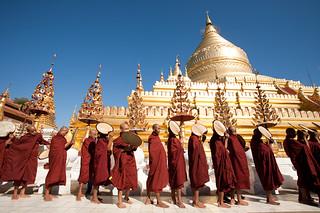 Novices at Bagan festival shwezigon - Bagan - Burma - Sylvain Brajeul