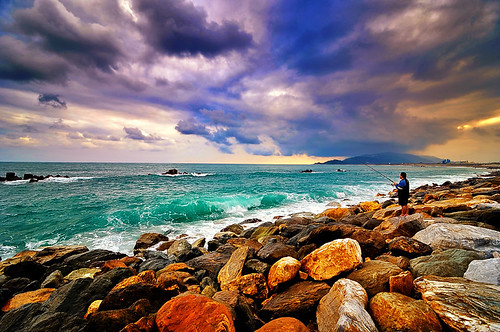 ocean city blue red sea sky costa color green yellow clouds photoshop mar fisherman nikon rocks daniel taiwan tokina nubes pro coastline nik 台灣 hualien 海岸 rocas aguilera 水 漁 océano 花蓮市 cs5 efex d5000 1116mm urbaguilera