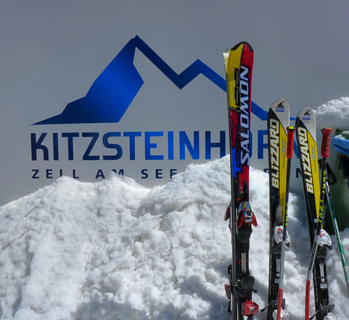 ski skiing skiën kitzsteinhorn ice snow icebar icelounge arena plateau geotagged geo:lon=12682981 geo:lat=47190259 austria glacier mountains alps alpine kaprun salzburg 3203 meter summer hoiday vacation austrian flag hohen tauern highest sports peaks landscape slopes high viewpoint climb hiking tours valley impressive everlasting rocks pistes endless incredible holidaysvacanzeurlaub 365 days adventure salomon blizzard zell am see blue red yellow