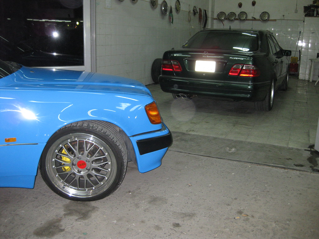 BLUE MERCEDES-BENZ W124 500E WITH BBS 19' rims & E50 AMG