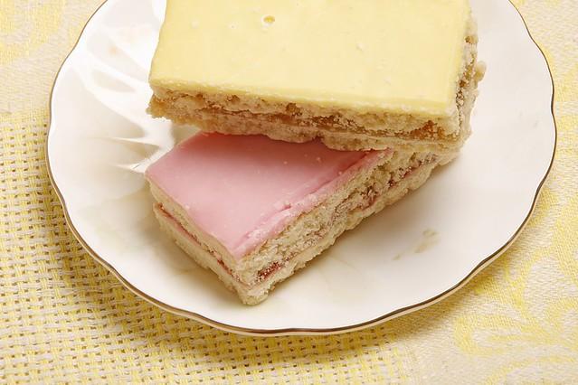 Glazed sand cakes