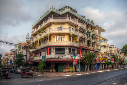 world street old city building heritage yellow architecture corner se town site asia cambodia pretty waterfront view sony south capital colonial historic unesco east balconies alpha incredible phnom penh tuc 580 mariusz a580 kluzniak
