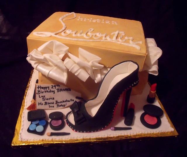 Christian Louboutin Shoebox, Shoe Fondant Fashionsta Cake with Edible Makeup Main View