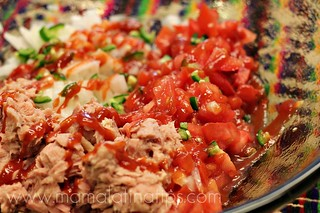 Atún, jitomate, chile, cebolla y salsa catsup | by Mamalatinatips
