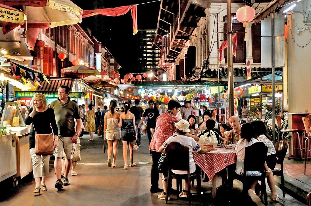 Chinatown Singapore      Night bazaars & food street in Chin