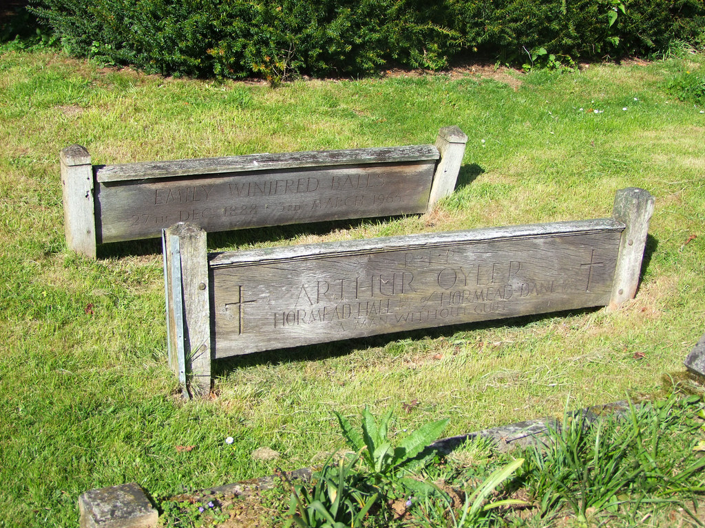 Bedstead Wooden Grave Markers St Nicholas Great Hormead Flickr