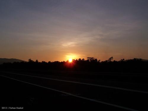 sunset orange sun house reed nature beautiful highway afternoon kodak fields z650 reedfields