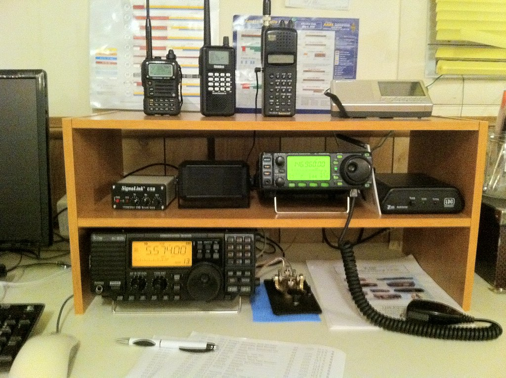 My current shack | My current ham radio/SWLing/monitoring se
