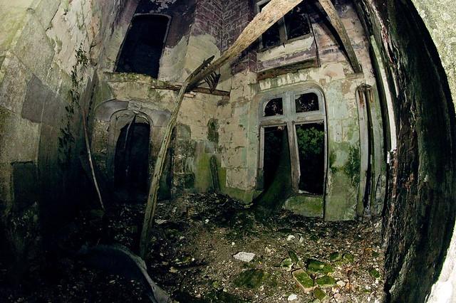 Chateau de la Mothe-Chandeniers dark