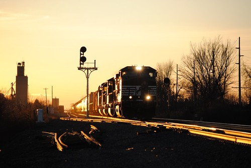 railroad sunset ohio chicago train ns norfolk line southern signals bryan ge c409w 34n cp340 ns9182