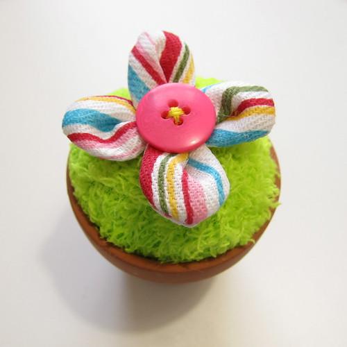 Iron Craft Challenge #5 - Flower Pot Pincushion | by katbaro