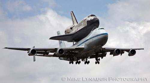 space shuttle discovery dulles airport - photo #21