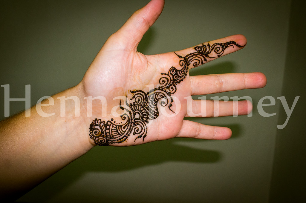 Floral henna palm strap. Simple hand mehndi design