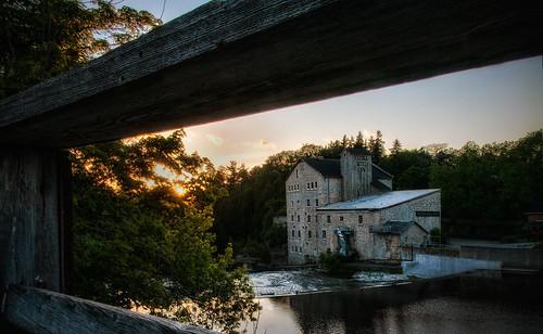 elora ontario waterloocounty waterlooregion grandriver nikon nikon18200mmvriiafs water river falls historicbuildng sunset reflection knarrgallery darylknarr knarrphotography