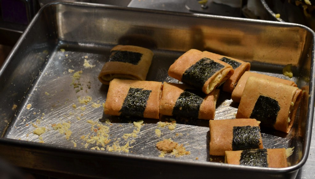 Hand-made phoenix egg roll | Phoenix egg roll with seaweed a