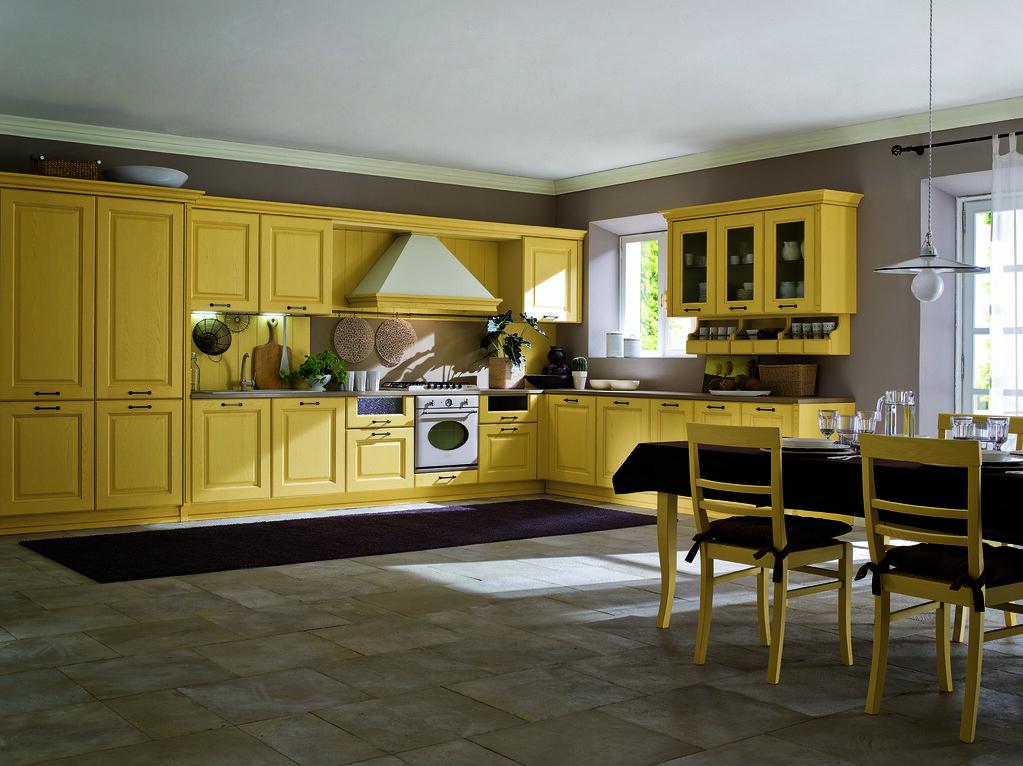 Cucina classica in legno mobili color senape | Gicinque Cuci ...