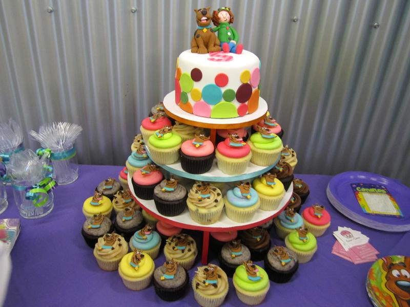 Swell Scooby Doo Birthday Cupcakes And Cake Mindy Bortz Flickr Funny Birthday Cards Online Alyptdamsfinfo