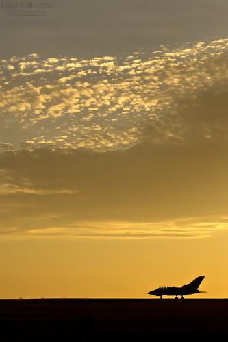 sunset silhouette raw aircraft aviation military sony explore alpha bae tornado raf panavia 078 gr4 marham a65 zd709 tarnish20