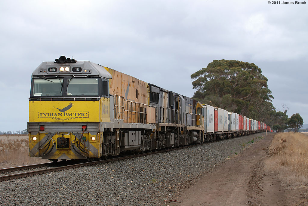 NR18, XRB561 and NR21 between Lismore and Berrybank with 6AM3 by James Brook