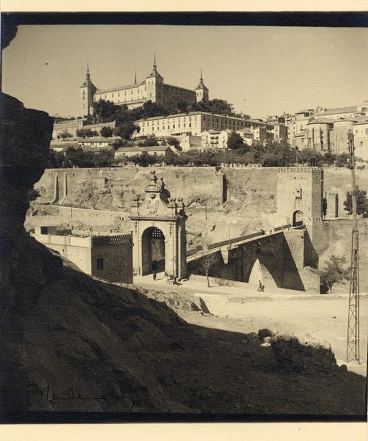 Puente de Alcántara en 1934. Fotografía de Antoine Demilly