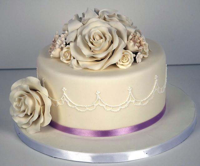 W9077 - delicate piped rose wedding cake toronto