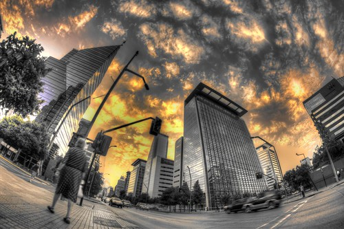 chile santiago sunset sky streets clouds lens atardecer calle edificio fisheye cielo nubes saturation 8mm hdr ojodepez saturacion apoquindo photomatix cruzadas selectivo rokinon pscs3 bouildings 8mmrokinon